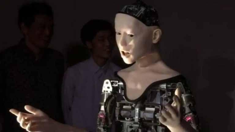 خبر ساخت ربات ۱۹ زبانه برای کمک به مردم در بانک ها و فرودگاه ها