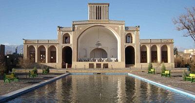 خبر عداد 270 راهنمای گردشگری از 40 کشور جهان پس از پایان سفرشان در شیراز وارد استان یزد شدند.