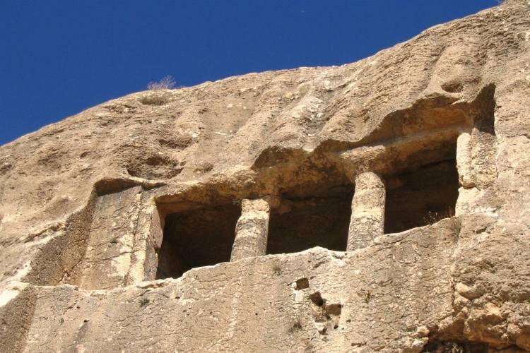 خبر گوردخمه اسحاق وند، مقبره ای از دوره مادها